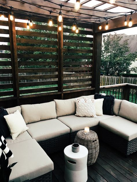 Wendy Correen Smith: Unser New Cedar Deck; - Wendy Correen Smith: Unser New Cedar Deck; Outdoor Farmhouse Table, Cedar Deck, Backyard Patio Designs, Backyard Decks, Deck Landscaping, Backyard Porch Ideas, Simple Backyard Ideas, Landscaping Blocks, Diy Porch