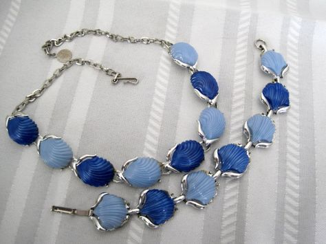 Lisner necklace lovely lucite in soft blue /& grey blue with rhinestone accents