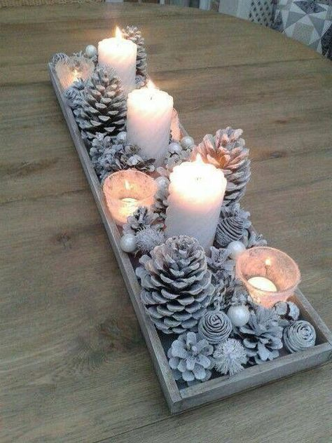 15 beautiful Christmas table decorations you can copy Diy Christmas Decorations Easy, Decorating With Christmas Lights, Holiday Centerpieces, Christmas Table Settings, Winter Wonderland Decorations, Winter Decorations, Centerpiece Ideas, Wedding Centerpieces, Pine Cone Decorations