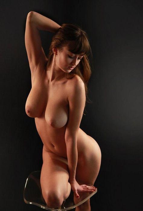 Стройная фигура пышная голая женщина