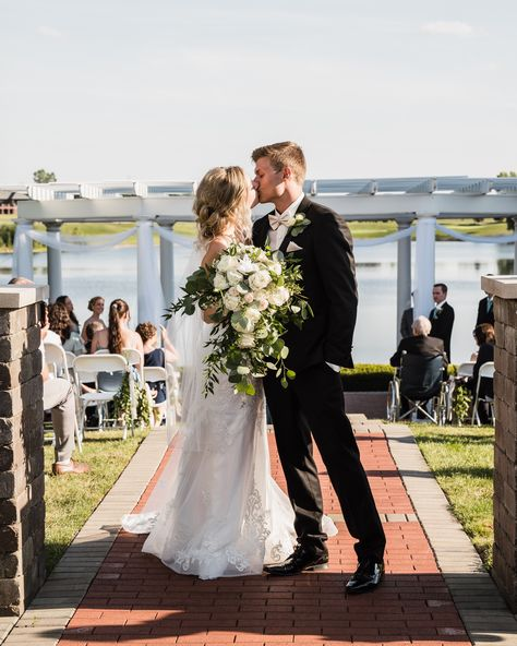 Greystone Golf Club Wedding | Washington, MI | Dave & Jess #countryclubwedding #elegantwedding #classicweddinginspo @vivianosflowers #outdoorceremony #stunningmichiganvenues #detroitmichiganwedding #michiganweddingphotographer