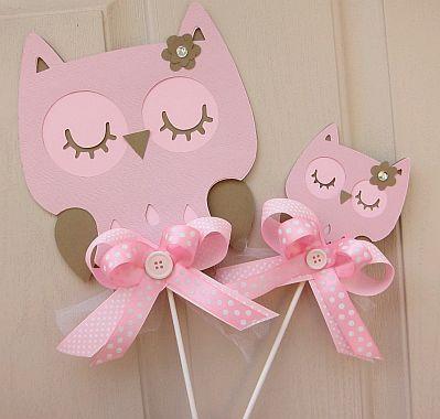 decoracion de buhos | Centro de mesa con base de color verde y con lechuzas de color rosa en ...