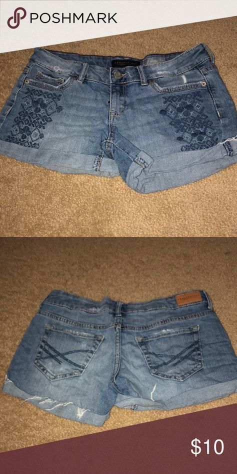 e0851e6391 tribal distressed jean shorts worn multiple times! in great condition! Aeropostale  Shorts Jean Shorts