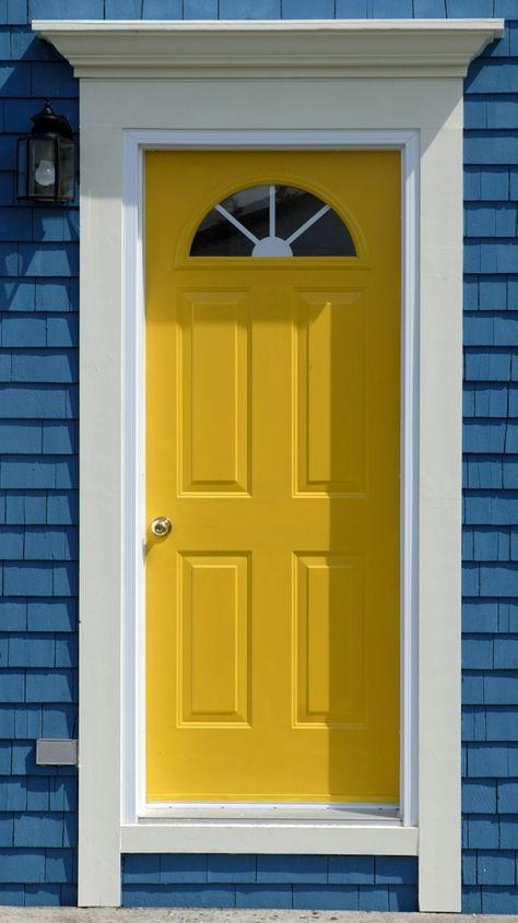 porte dentre avec dcoration dextrieur bleu et jaune plus