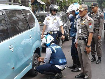 Illegal Parking 12 Vehicles In Kebayoran Lama Netted Kendaraan