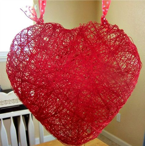 Valentine's Day Craft: Heart Made out of String and a Balloon