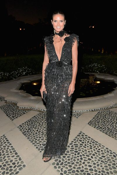 Heidi Klum attends the amfAR Gala Los Angeles 2017.