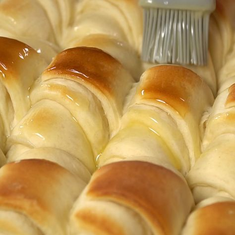 Perfect Potato Rolls Recipe …these rolls are so tender and soft with an amazing flavor. #best #homemade #rolls #thanksgiving #recipe #yeast #recipevideo #iheartnaptime