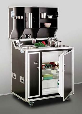 Mini kitchen fits studio or in-law unit / In tiny spaces, furniture must be multitalented tiny kitchen on casters. Casa Hipster, Kombi Home, Beton Design, Compact Kitchen, Compact Living, Mini Kitchen, Tiny Spaces, Tiny House Living, Cuisines Design
