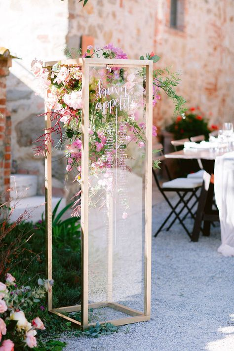 This destination wedding at Borgo Casabianca is bursting in color! T M are from Switzerland but wanted an intimate small wedding in Tuscany, and what a gorgeous day they had. See it all on Ruffled! #tuscanydestinationwedding #tuscanweddingvenues #tuscanyweddings
