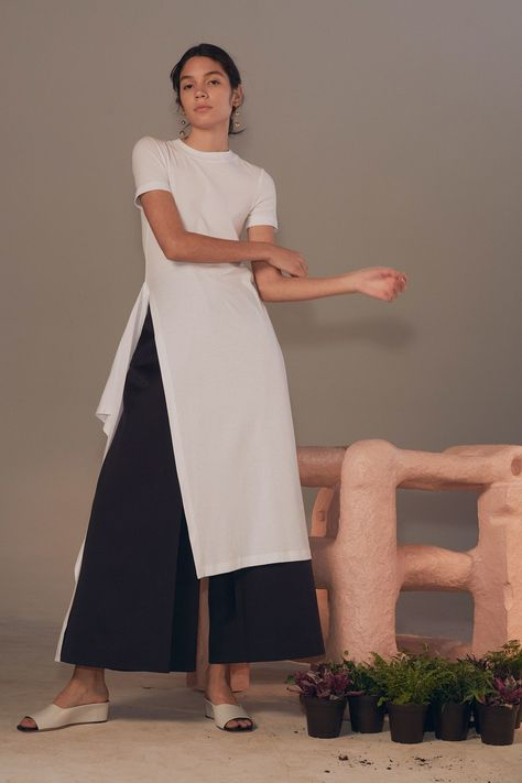 Rosetta Getty Pre-Fall 2018 collection, runway looks, beauty, models, and reviews.