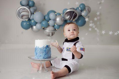 First Trip Around The Sun - First Birthday cake smash 1st Birthday Themes, Baby Birthday Cakes, First Birthday Gifts, First Birthday Photos, 1st Boy Birthday, Birthday Balloons, First Birthdays, Astronaut Birthday Party Ideas, Sun Cake