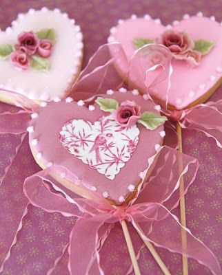 ❥ Beautiful Valentine's Day Cookies on a stick