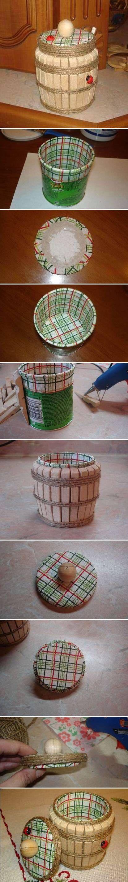 linda idea...envase  y broches de madera...algo de hilo cañamo y ya!