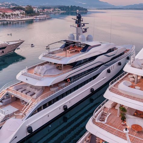 Luxury yacht design interior trip sailing and having private party on super mega boat life style for vacation and wedding on deck with style ond model of black and etc Yatch Boat, Pontoon Boat, Catamaran, Yacht Design, Boat Design, Speed Boats, Power Boats, Luxury Yacht Interior, Super Yachts