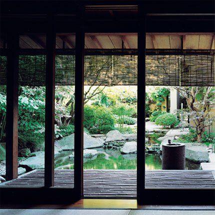 Jardin traditionnel japonais au coeur de la maison de Kenzo Takada