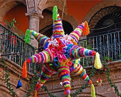 Posadas navideñas mexicanas, una hermosa y colorida piñata