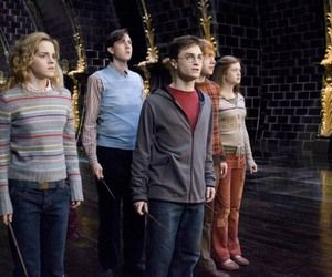 Harry Potter 10 Anos Llenos De Magia Harry Potter In 2020 Harry Potter Cast Harry Potter Characters Harry And Ginny