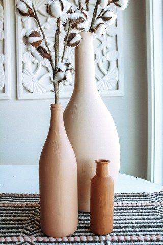 Diy Painted Vases, Spray Paint Vases, Spray Painted Bottles, Bottle Painting, Diy Painting, Painting Vases, Diy Décoration, Easy Diy, Terracotta Paint