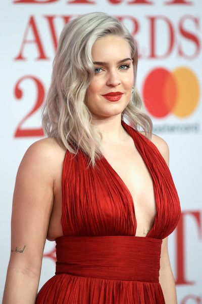 Anne Marie Photos Photos The Brit Awards 2018 Red Carpet Arrivals Celebrity Style Anne Marie Album Beauty Girl