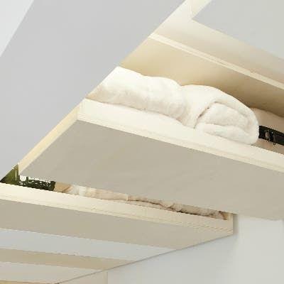 Rangements Dans L Entree On Investit Le Plafond Leroy Merlin Rangement Au Plafond Petit Meuble Plafond