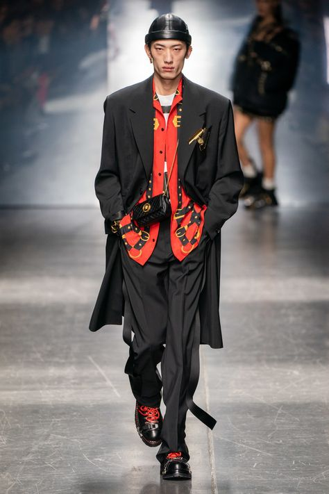 Versace Fall 2019 Menswear Collection - Vogue