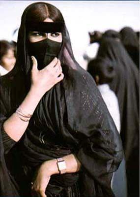 Bedwin Women Wearing Burqa And Abaya Kuwait سيدة بدوية الكويت Arabian Women Arab Women Arab Fashion