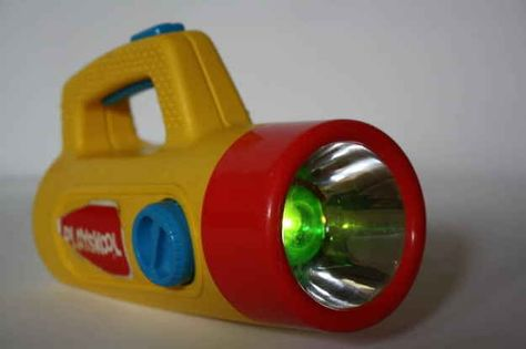 Playskool lampe de poche à changements de feu vert à piles - The toy that got your through the darkest (and greenest) of times 90s Childhood, My Childhood Memories, Sweet Memories, Forgetting The Past, Retro Toys, Vintage Toys 80s, Vintage Fisher Price, Vintage Stuff, Ol Days