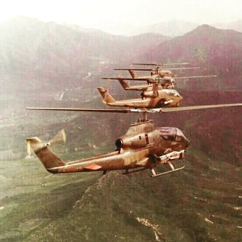 Bell AH-1 Cobras in formation flight  #ah1cobra #attackhelicopter  #helicopter #vietnamwar #usarmy #army #airborne #airassault…