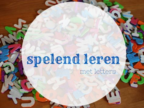 In de kersttijd spelen kinderen graag met glitters. Met letters met glitters kun je ontzettend veel leuke spelletjes doen waarbij de kinderen spelend leren. Hier vind je 25 tips om met de letters spelend te leren.