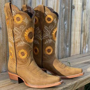 Women's Brown Natural Cowhide Leather Sunflower Boots – Snip Toe – Alfa Western Wear Cute Cowgirl Boots, Red Cowboy Boots, Cowboy Boot Outfits, Womens Cowgirl Boots, Wedding Cowgirl Boots, Nike Trainer, Moda Country, Western Shoes, Western Chic