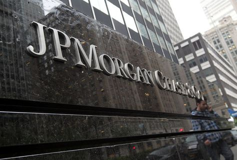 Moody's downgrades credit ratings of giant global banks