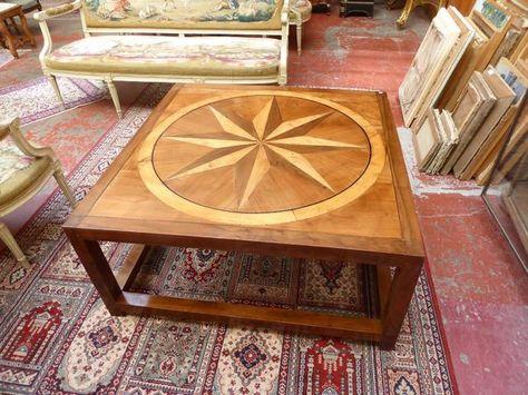 Table basse à décor de rose des vents en bois de placage et ...