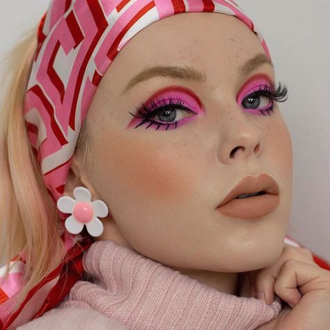Beautiful and Stylish Eye Makeup Ideas To Make Your Eyes Attractive – ShelbyFashions 70s Makeup, Retro Makeup, Vintage Makeup, Cute Makeup, Makeup Art, Beauty Makeup, Hair Makeup, Makeup Trends, Makeup Inspo
