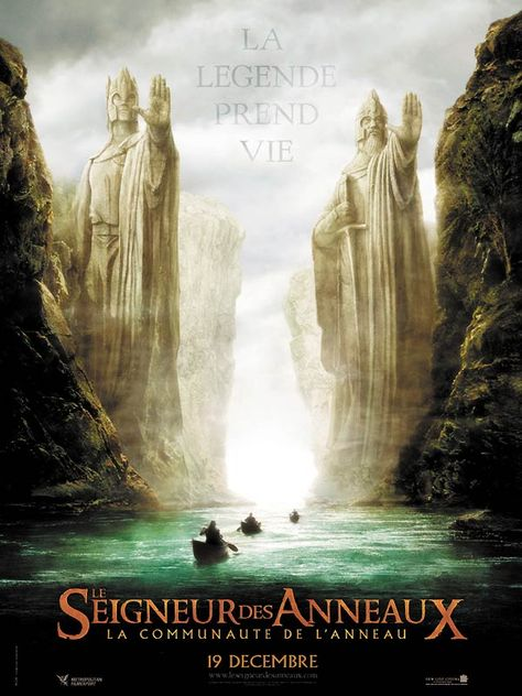 Le Seigneur des anneaux : la communauté de l'anneau (The Lord of the Rings: The Fellowship of the Ring), de Peter Jackson (2001). Dans ce 1er chapitre de la trilogie, le Hobbit Frodon Sacquet hérite de l'Anneau Unique, un instrument qui permettrait à Sauron de régner sur la Terre du Milieu. Frodon, aidé d'une Compagnie constituée de Hobbits, d'Hommes, d'un Magicien, d'un Nain, et d'un Elfe, doit emporter l'Anneau jusqu'à la Crevasse du Destin, lieu où il a été forgé, et le détruire.