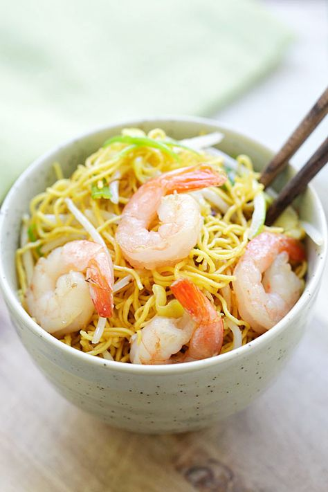 Shrimp Chow Mein - BEST shrimp chow mein recipe ever! This homemade chow mein is loaded with shrimp and so much better than takeouts.