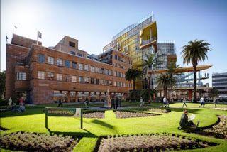منحتي منحة ممولة لدراسة الماجستير في العمارة والبيئة الع House Styles Mansions Golf Courses