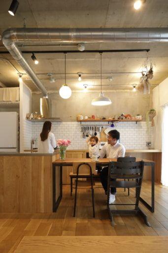 マンションリノベ事例 キッチンを大移動して叶えた いろんな居場所があるldk Sumai 日刊住まい 2020 リビング 壁 室内窓 キッチンデザイン
