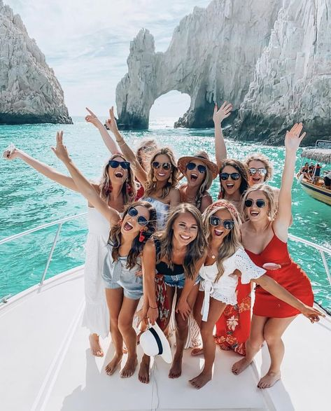 cabo girls trip must see and do travel blog post @SheaLeighMills || boating outfit ideas for yacht boat ride