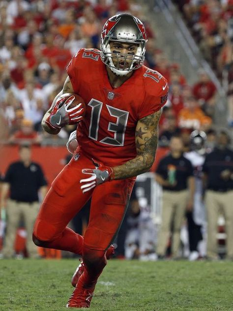 Mike Evans Football Images Nfl Players Nfl Teams