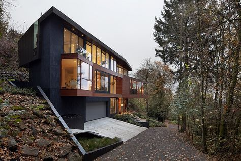 Is It Real Edward Cullen S Sleek Glass House In The Twilight Saga Twilight House Forest House House And Home Magazine