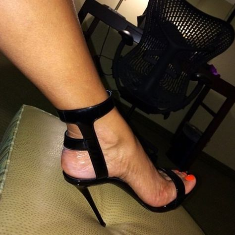22 Lovely Shoes Ideas Every Girl Should Keep - Shoes Fashion & Latest Trends Sexy Heels, Stiletto Heels, Cute Shoes, Me Too Shoes, Talons Sexy, Killer Heels, Black High Heels, Beautiful Shoes, Leather Sandals