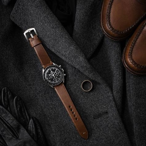 """Bas and Lokes """"Patron"""" leather watch strap on a vintage Omega Speedmaster Best Watches For Men, Fine Watches, Men's Watches, Elegant Watches, Beautiful Watches, Watch Photo, Watches Photography, Armani Watches, Hand Watch"""