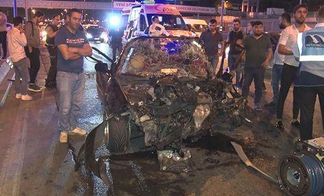 Bakırköy'de D-100 Karayolu Ankara istikametinde seyir halindeki otomobil kontrolden çıkarak önce bariyerlere ardından aynı yönde giden başka bir otomobile çarptı. Kazada 5 kişi yaralandı.  Kaza, D-100 Karayolu Ankara istikameti Ataköy mevkiine saat 02.00 sıralarında meydana geldi.   #ataköy #bakırköy #d100 #kaza #şirinevler #yaralı