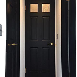 部屋全体 木製ドア 黒 シーディバロックガラス ブラックのインテリア