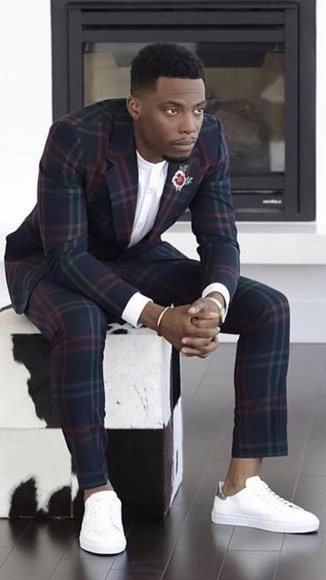 Beautiful people, fashion, places and things. Black Men Street Fashion, Style Streetwear, Black Suit Men, Style Hipster, Stylish Mens Outfits, Mens Fashion Suits, Classy Mens Fashion, Dapper Men, African Men