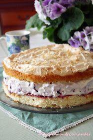 Blaubeer Schmand Torte mit Mandel Baiser