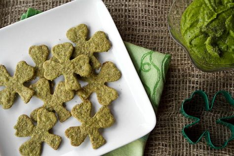 Easy St. Patrick's Day Appetizer: Sneaky Shamrock Spinach Crackers & Green Dip