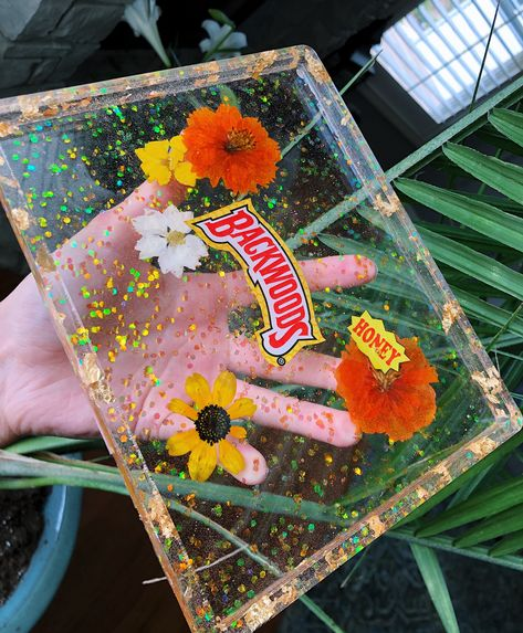 Resin Artist by Mikaelascreations Diy Resin Tray, Diy Resin Crafts, Resin Art, Diy And Crafts, Resin Molds, Silicone Molds, Puff And Pass, Resin Jewelry, Diy Art