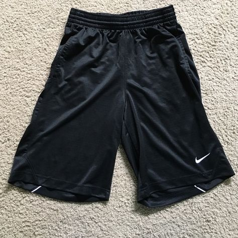 711f119e42e48 Men s Nike Basketball Shorts Excellent condition